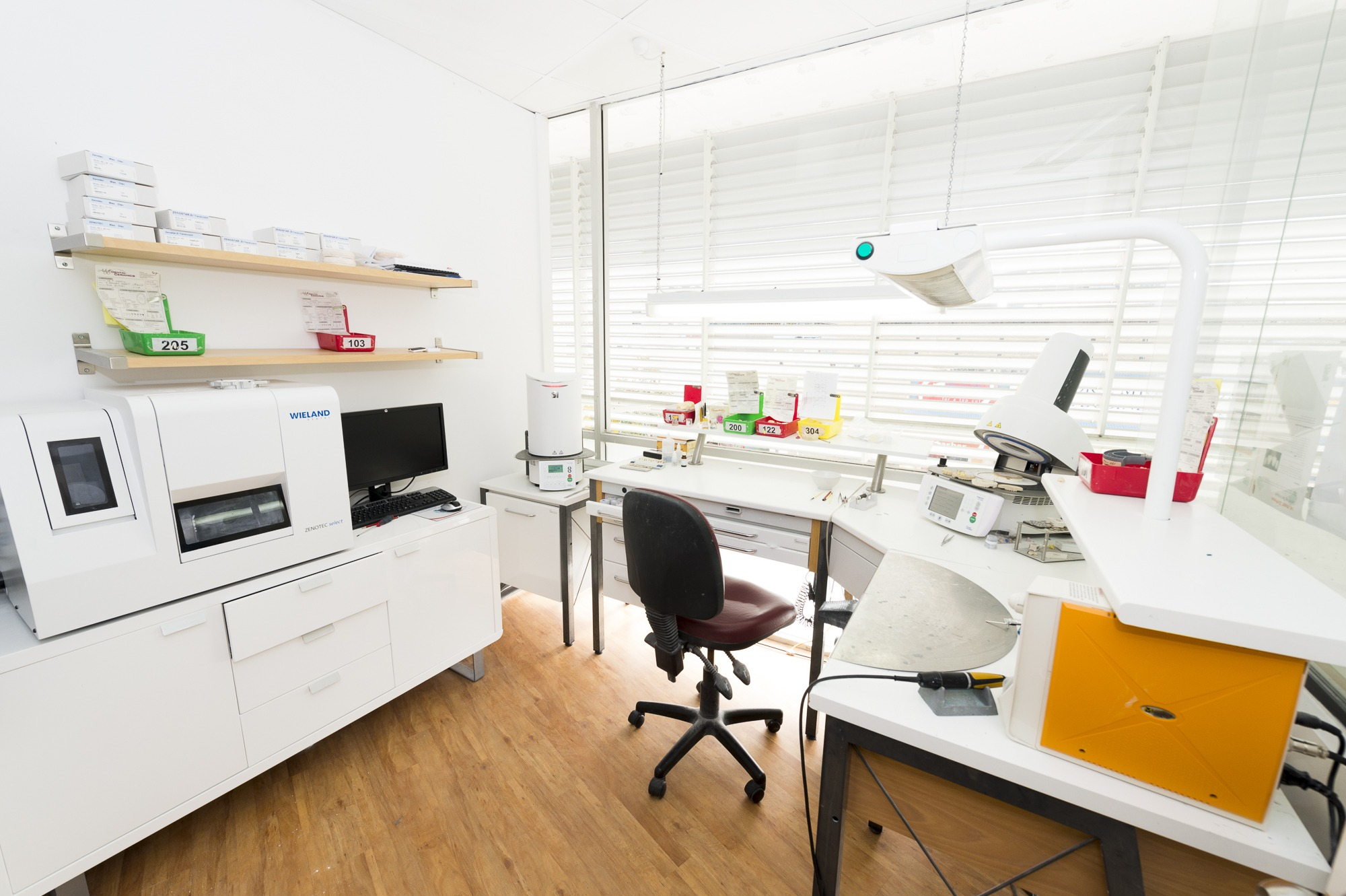 dental cosmetic laboratory on site